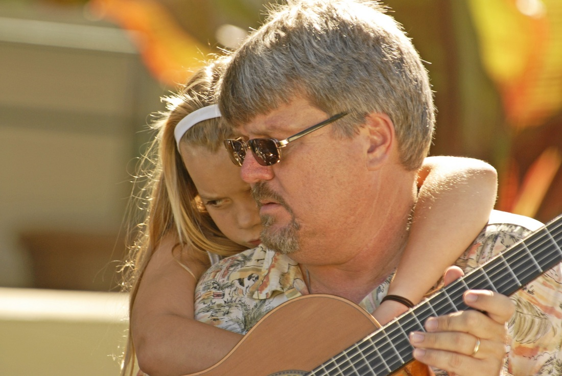 Peter and his daughter just before starting the next set